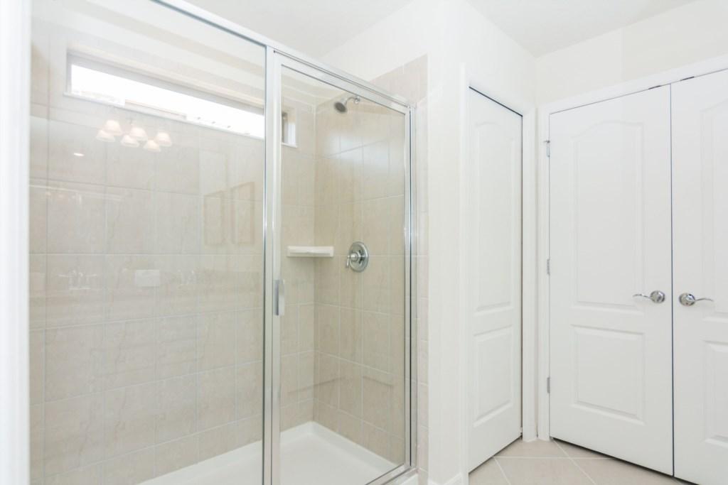 King Suite 5 Bath.jpg