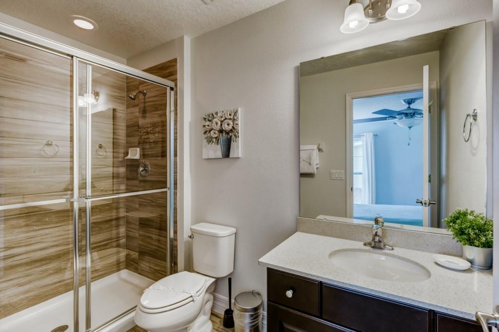 16_En-Suite_Bathroom_0921.jpg
