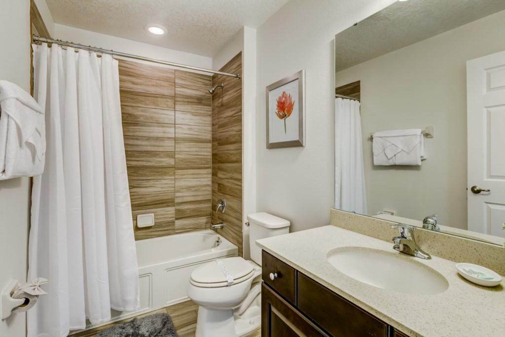19_Bathroom_0921.jpg