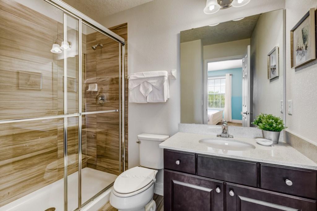 25_En_Suite_Bathroom_0921.jpg