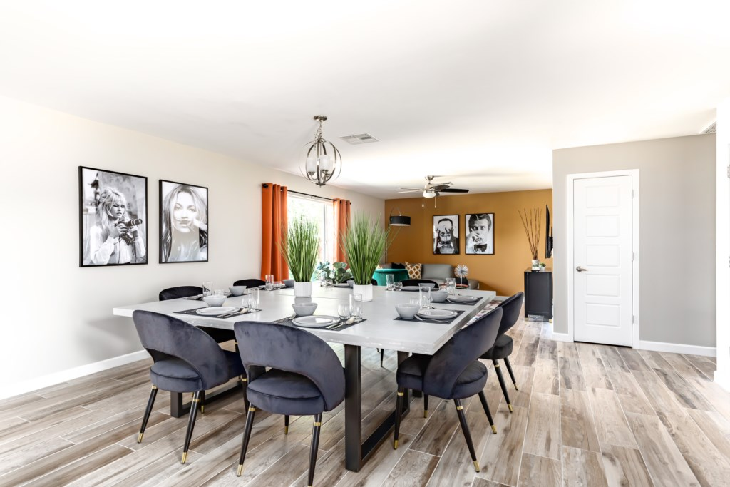 Huge dining table that accommodates 8