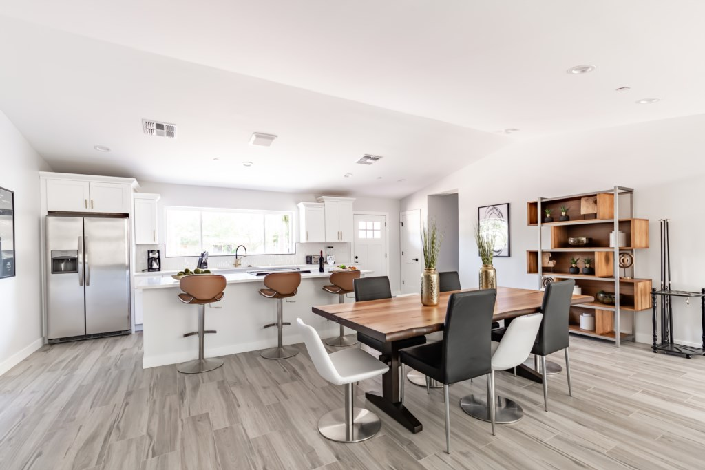 Open concept kitchen/dining area