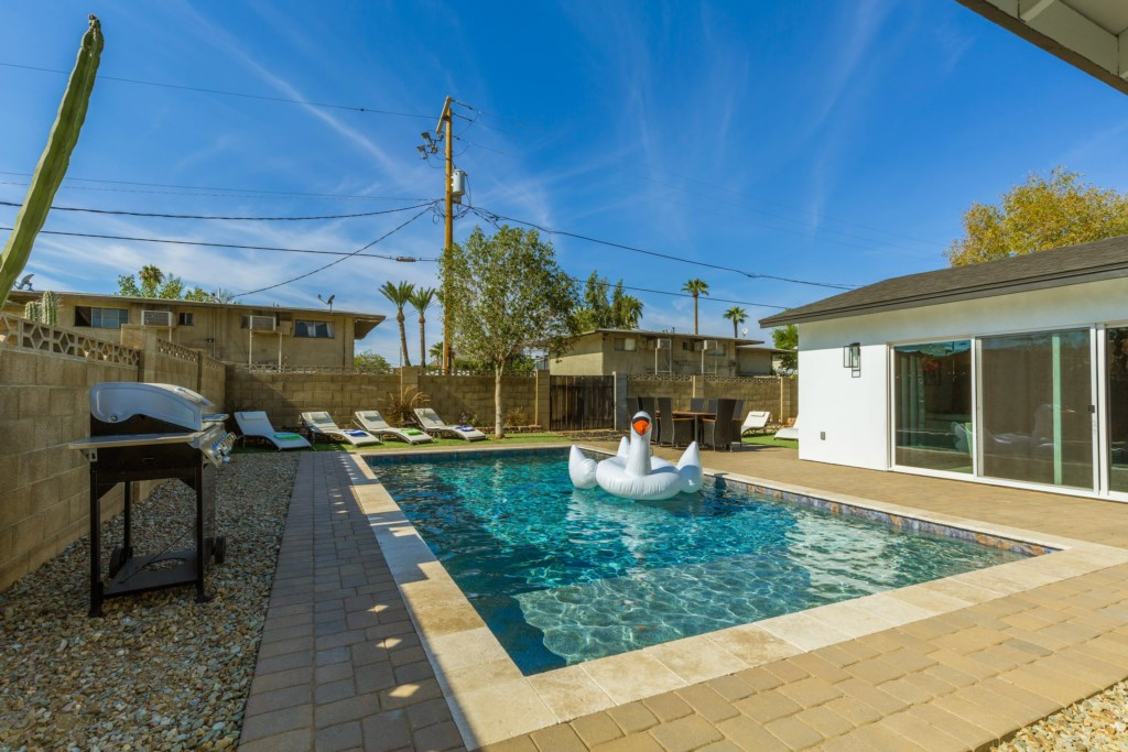 Private backyard with pool, outdoor dining, BBQ and 6 lounge chairs