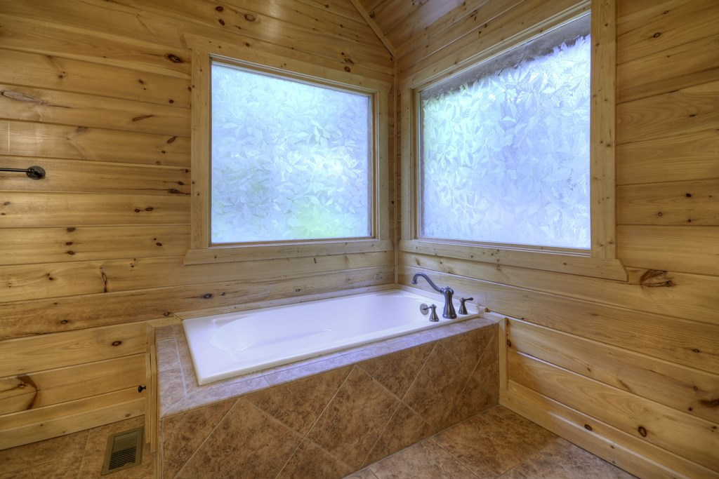 Jetted garden tub in Loft Master Suite
