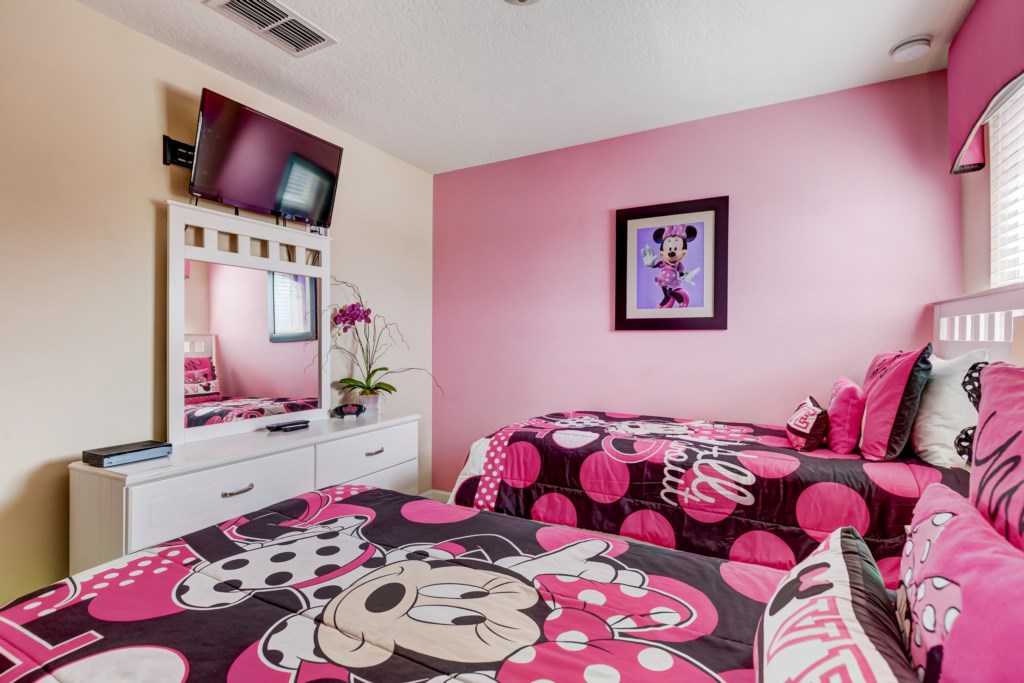 19_Twin_Bedroom_with_TV_0721.jpg