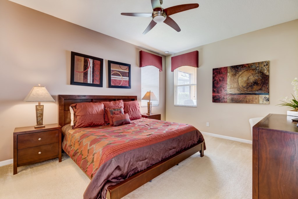 26_Bedroom_with_Ceiling_Fan_0721.jpg
