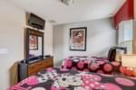 16_Twin_Bedroom_with_TV_0721.jpg