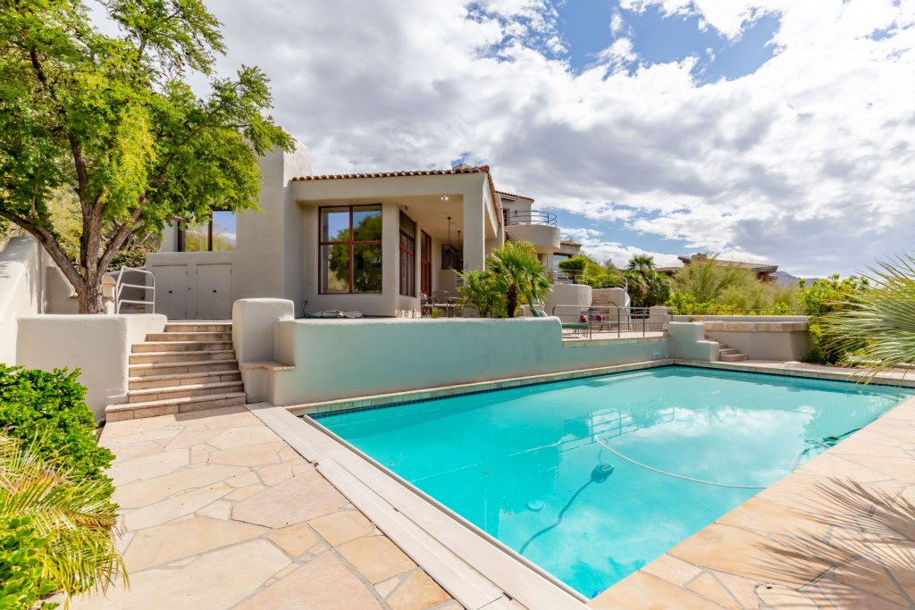 Pool perfect for soaking up the AZ sun!