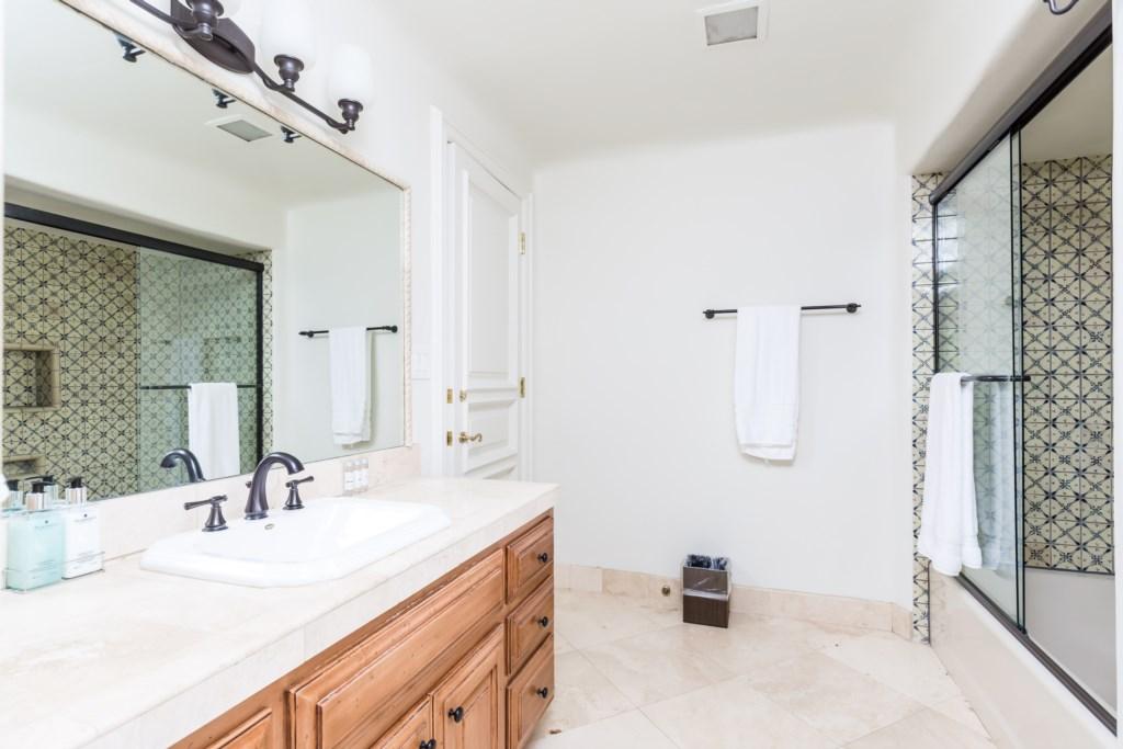 5th bedroom en-suite bathroom