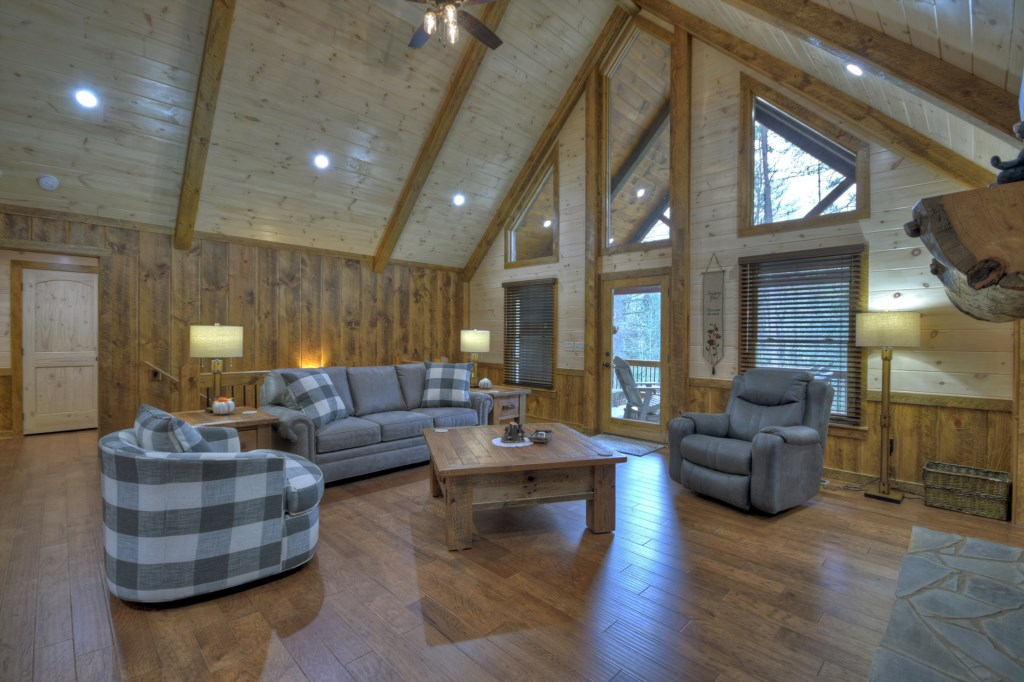 Beautiful high vaulted ceilings help to create the ambiant and comfortable living space