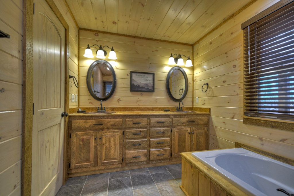 Large double vanity and soaker tub