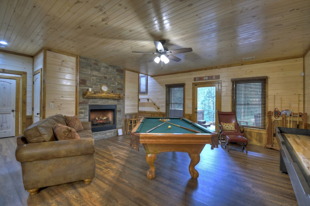'cablin was clean, plenty of room and we loved all the fire places!' - Review Jana
