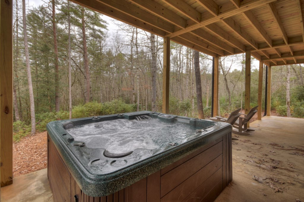 'Perfect getaway! Loved the hot tub and fireplaces' - Review Emily