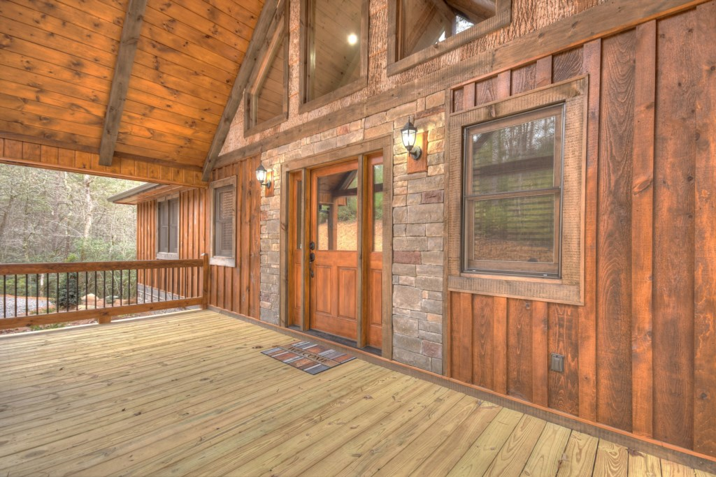 Welcoming entrance to the cabin