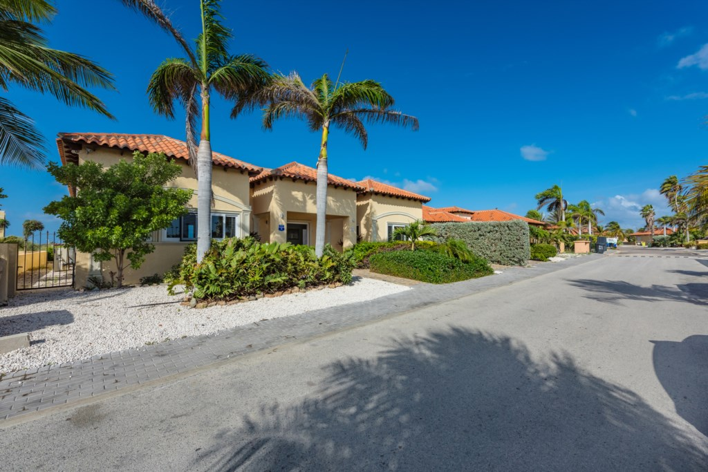 We are located at a quiet road behind the Aruba Racquet Club