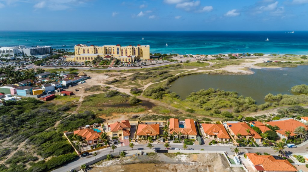 Magnificent view of the Ritz-Carlton Company and the Turquoise Ocean