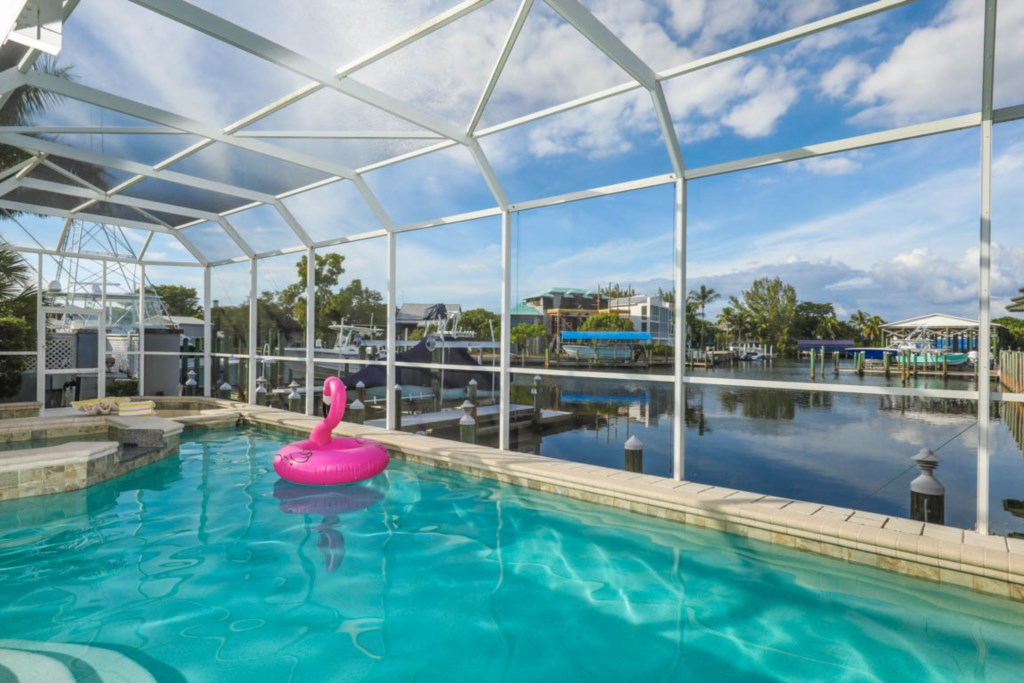 Coral Cove - A Chic Waterfront Home Pool And Dock