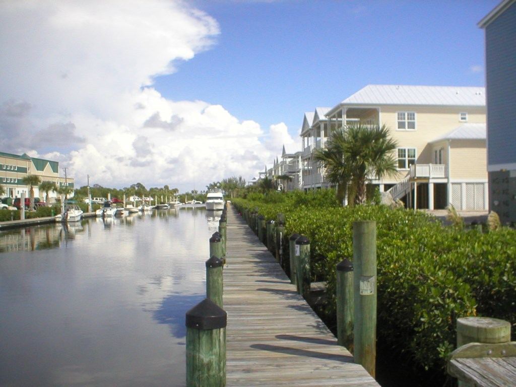 Anglers 1000 ft community dock.jpg