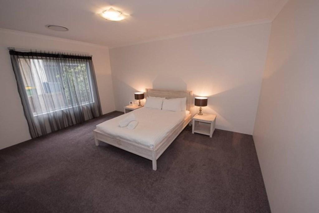 04 bedroom 2.jpg