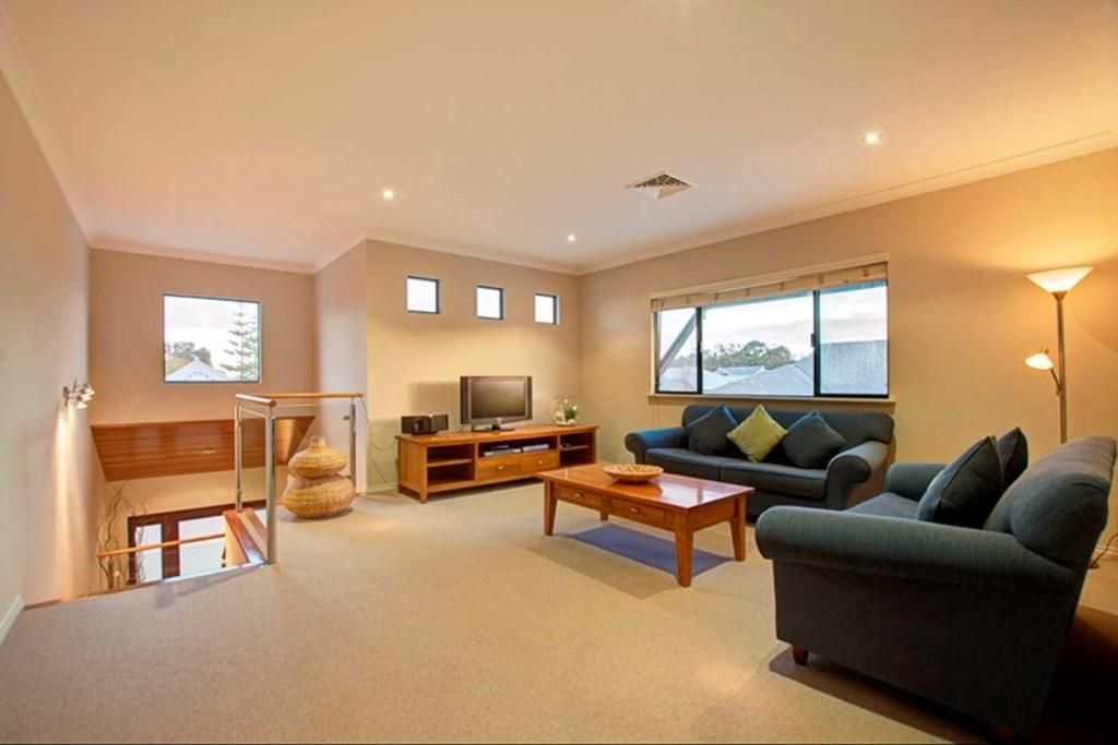 10 upstairs lounge