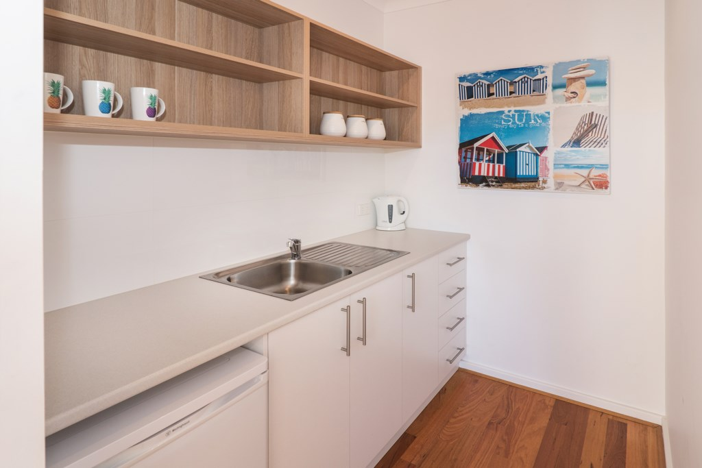 11 upstairs kitchenette