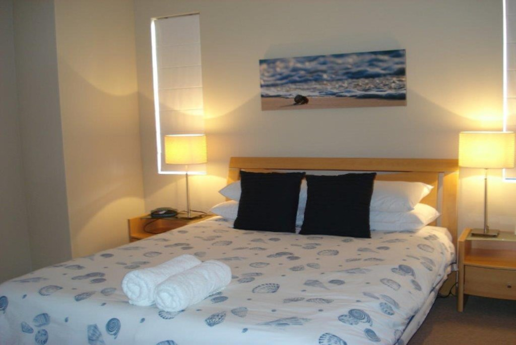 08House-Bedroom1