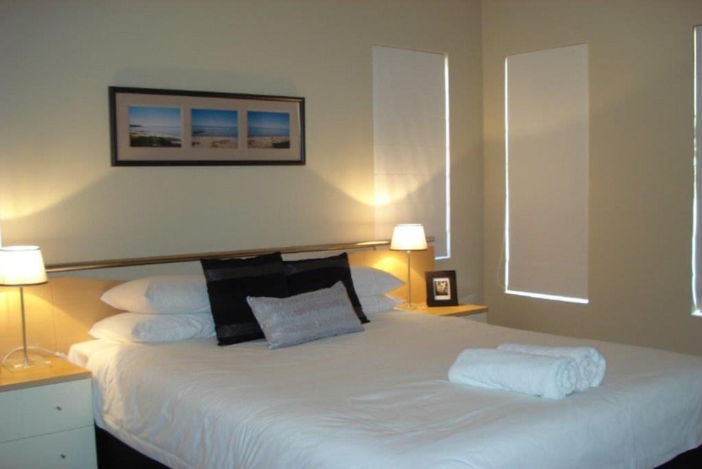 10House-Bedroom3