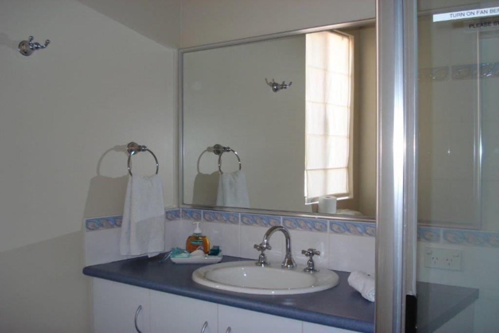 11House-Bathroom1Blue