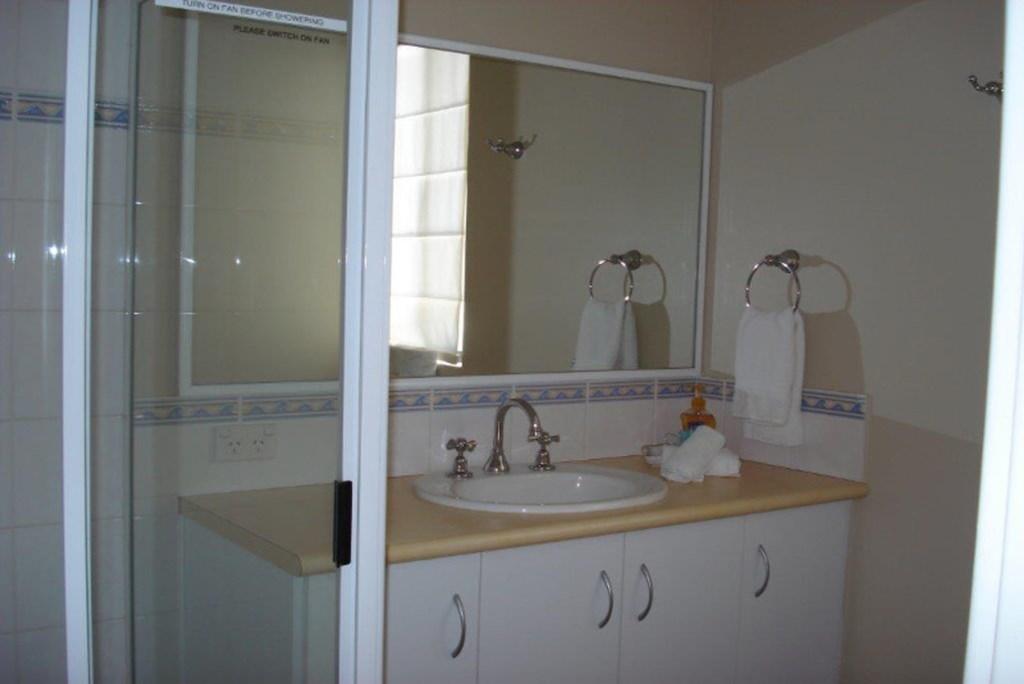 12House-Bathroom2