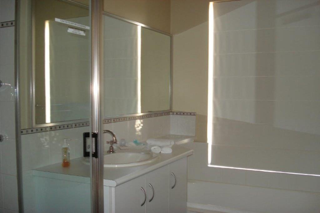 13House-Bathroom3