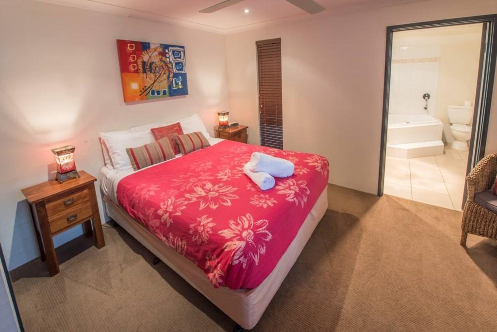 09 queen bedroom 1