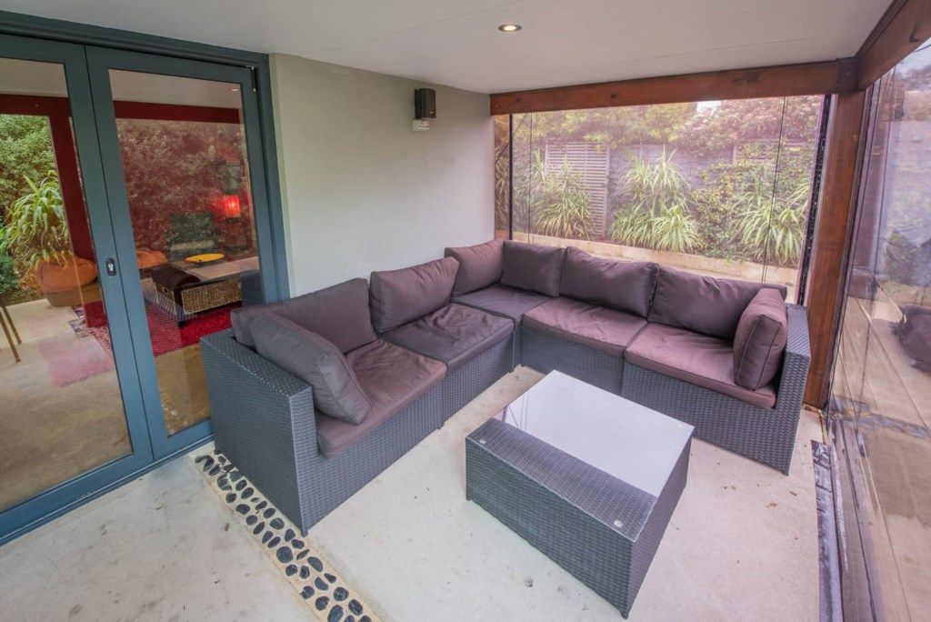 18 outdoor lounge