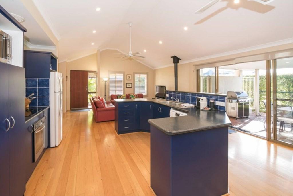 04 Kitchen/lounge