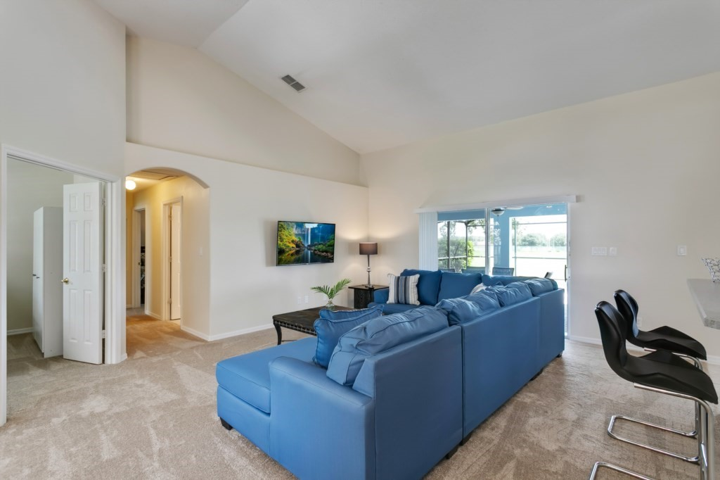 4.Livingroomwithopenplanspacetokitchen