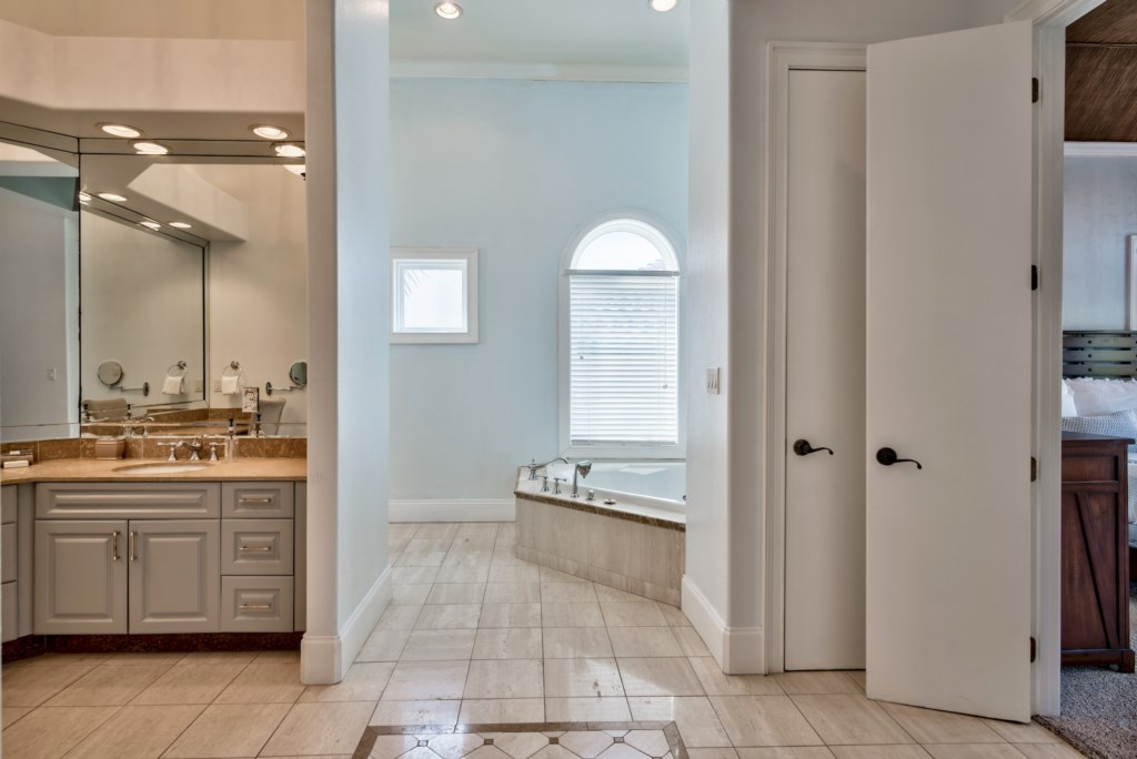 2 Person soaking tub & walk-in shower