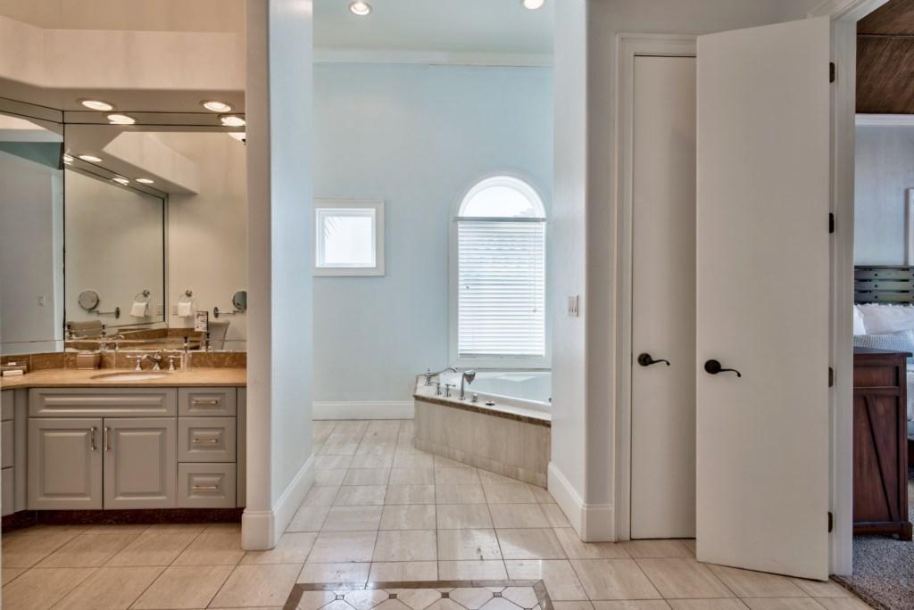 2 Person soaking tub & walk-in shower