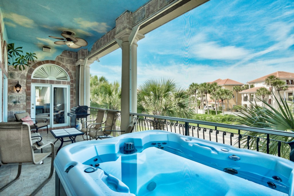 Screened in Balcony with BBQ Grill, Lounge Area, and Hot Tub!