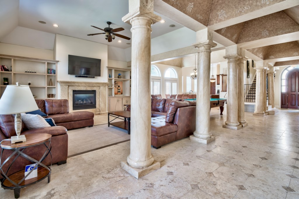 Grand Architecture & Pillars Throughout