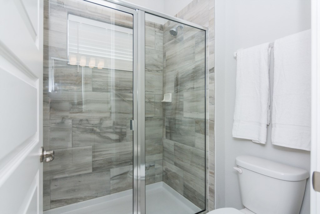 YellowandBluebedrooms-Bath1