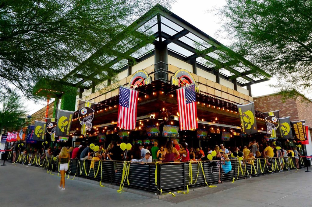 Outdoor cafes and restaurants in Old Town - walking distance