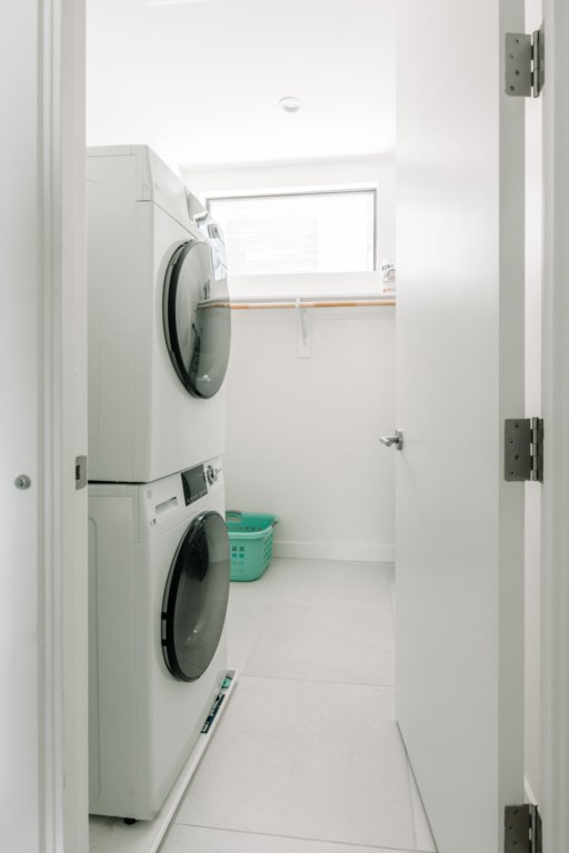 New washer and dryer on-site. Laundry pods provided.