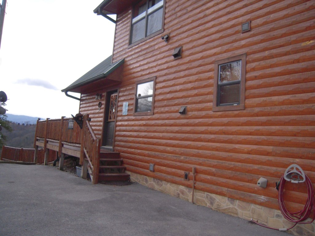 Enjoy this Wonderful Wood Cabin