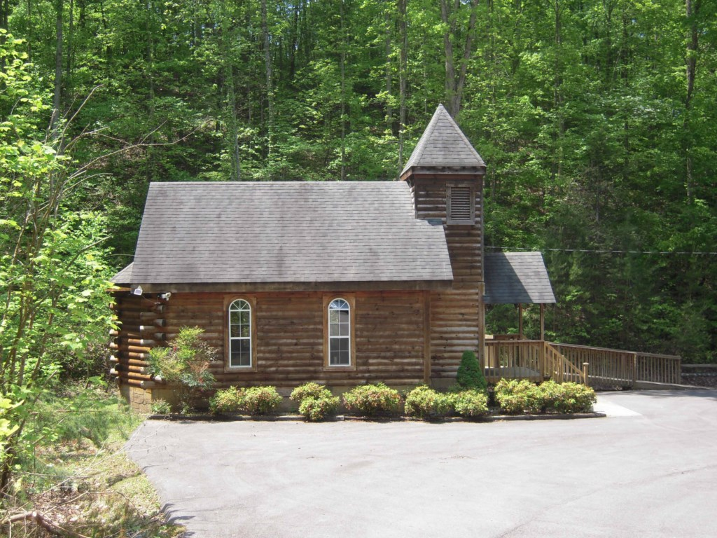 Enjoy and Authentic and Charming Cabin
