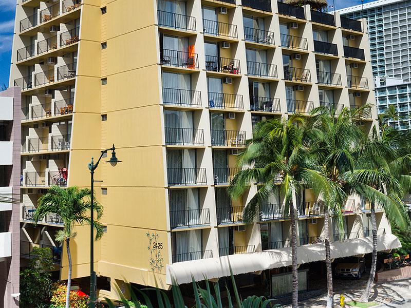 800x600-Aqua_Bamboo_Waikiki_Exterior.jpg