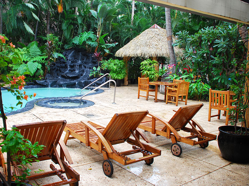 800x600-Aqua_Bamboo_Waikiki_Pool3.jpg
