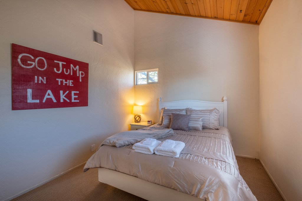 Relax and Unwind at the Lake House