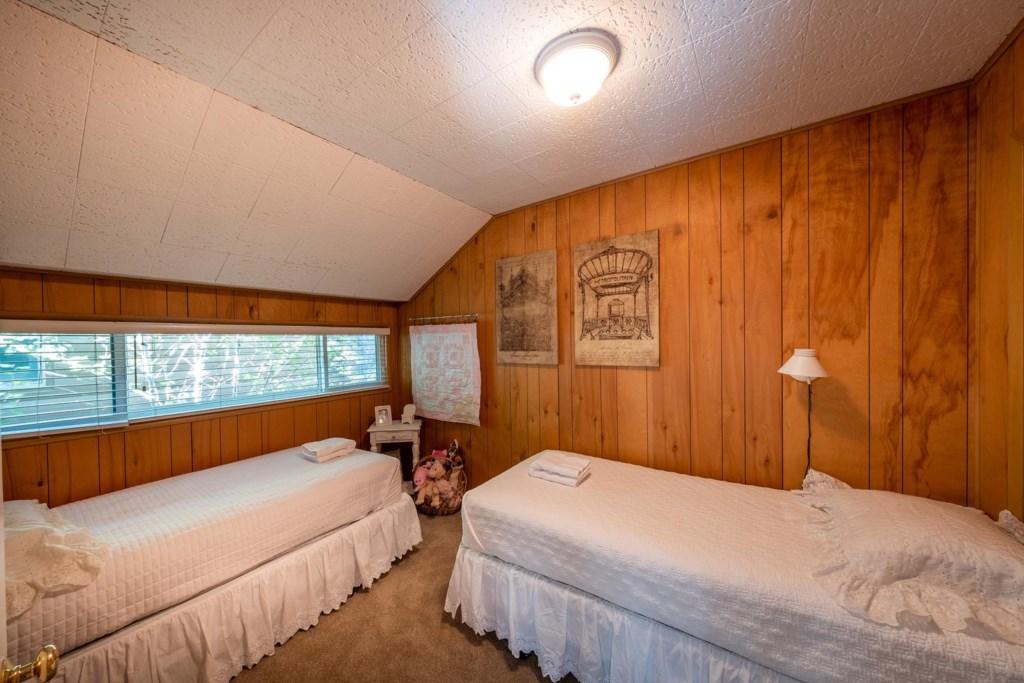 Sleeps 10 Guests in Comfort