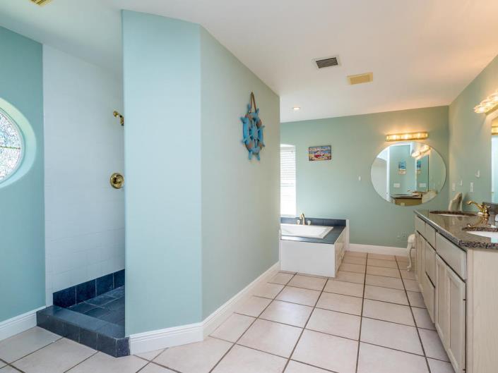 Bayview BAthroom 1 1.jpg