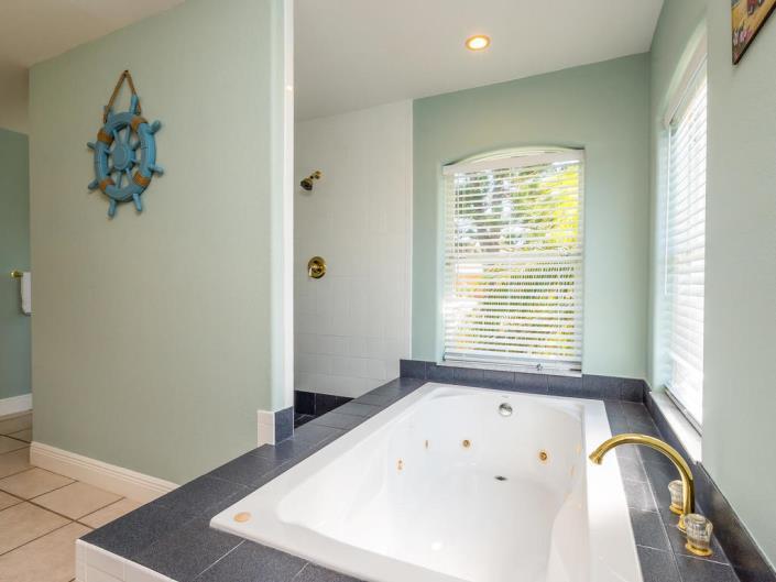 Bayview Bathroom 1 2.jpg