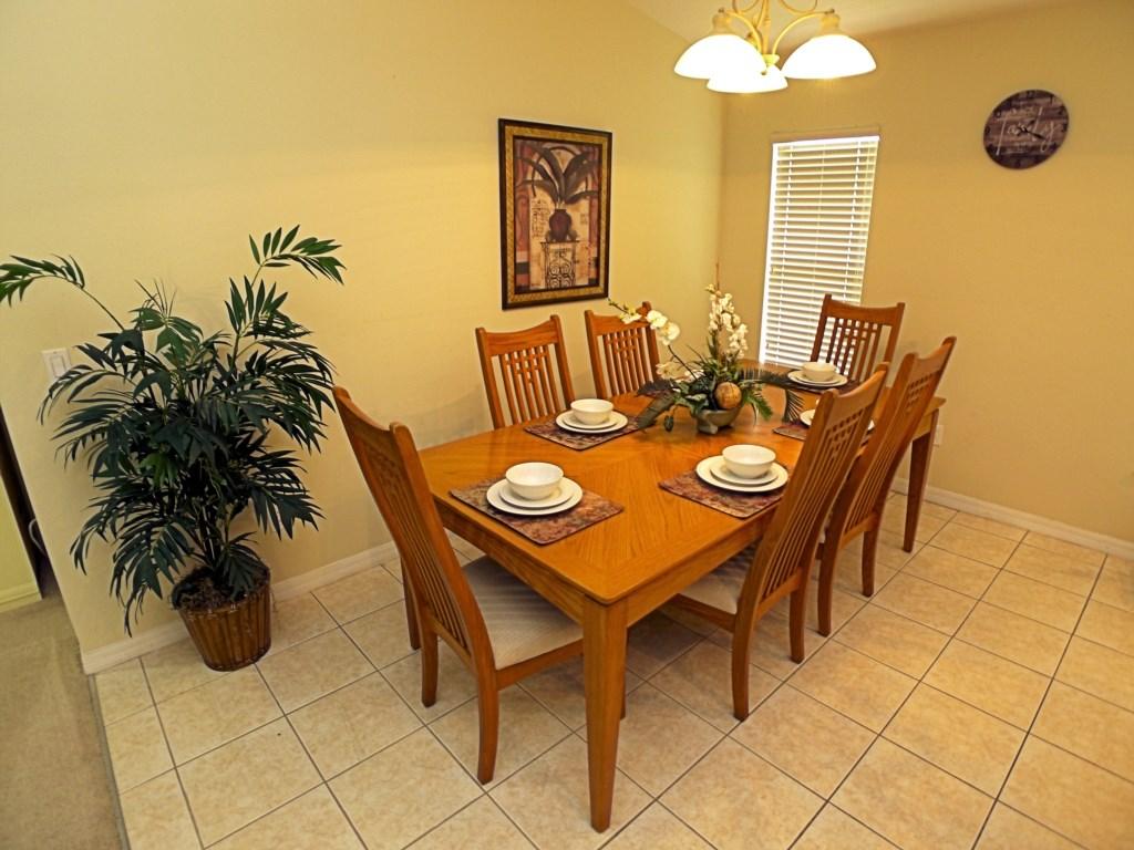Dining Room Seats 6 in Comfort